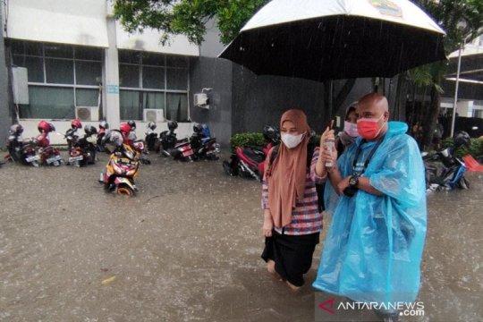Kompleks Kantor Gubernur Jateng terendam banjir