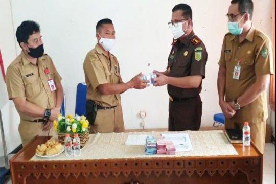 Tim pembangunan SMKN di Barut mengembalikan Rp291 juta ke negara