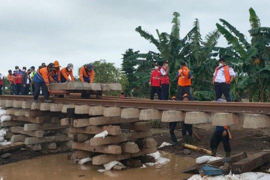 Perbaikan jalur KA lintas utara Jawa dikebut