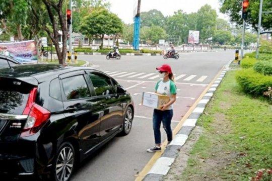 Tim sepak bola putri Kalteng galang dana hingga ke jalan