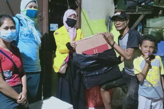 ILUNI UI salurkan ribuan makanan siap saji bagi penyintas banjir