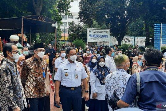 650 tenaga pendidik jalani vaksinasi COVID-19 di SMAN 70 Jakarta