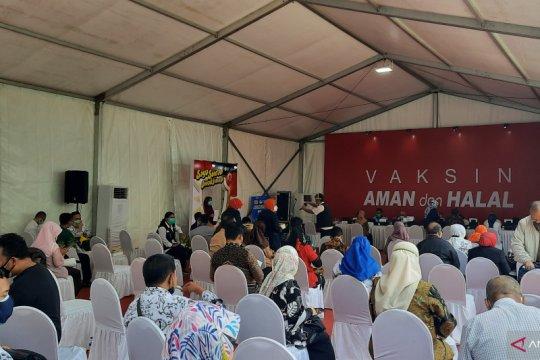 Tenaga pengajar antusias jalani vaksinasi COVID-19 di SMAN 70 Jakarta