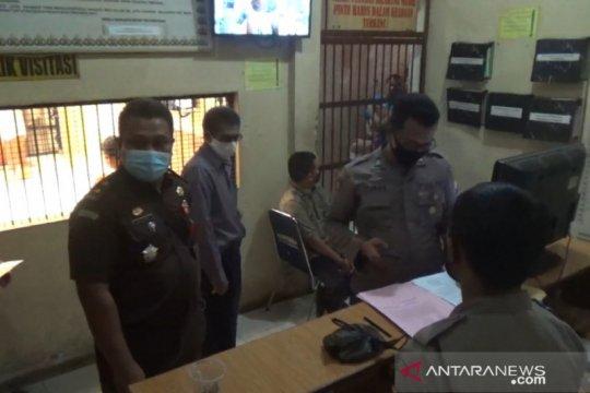 Kejari Tanjungpinang resmi tahan tersangka dugaan korupsi pajak BPHTB
