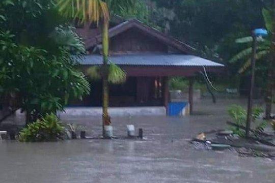 Hujan deras, rumah warga kampung dan SDN Kaptiau Sarmi-Papua banjir