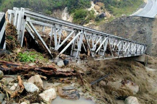 Jalan rusak dan jembatan putus jadi penyebab Yalimo terisolir