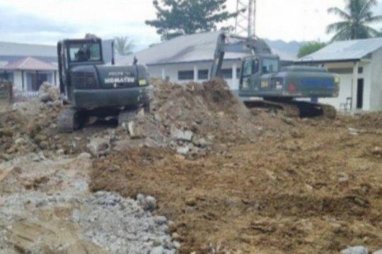 TNI bersihkan bangunan sekolah roboh di Kota Mamuju Sulbar