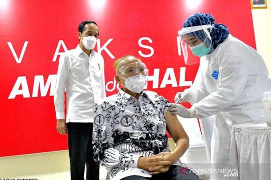 Presiden tinjau vaksinasi untuk tenaga pendidik di SMAN 70