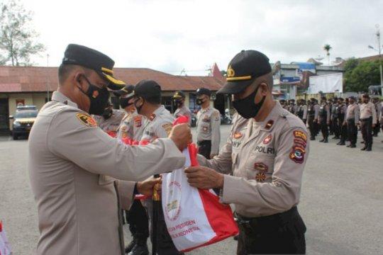 Polisi mulai salurkan bantuan sembako presiden untuk warga di Sumba