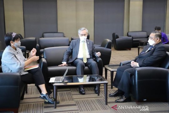 Bahas penyelesaian krisis politik, Menlu Retno bertemu menteri Myanmar