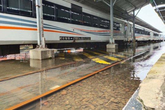 Stasiun Tawang masih tergenang, layanan penumpang dialihkan