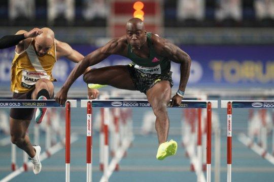 Holloway pecahkan rekor dunia 60 meter lari gawang putra