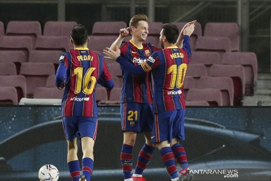 Dua gol Messi bawa Barca kembali ke posisi ketiga