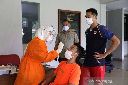 Atlet hingga tim pendukung Pelatnas PBSI disuntik vaksin Jumat