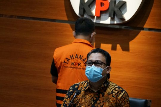 KPK perpanjang penahanan dua tersangka korupsi proyek jalan Bengkalis