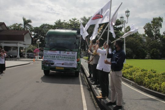 Gubernur NTB lepas keberangkatan kapal kemanusiaan ke Sulawesi Barat