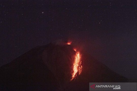 Guguran lava pijar Gunung Sinabung