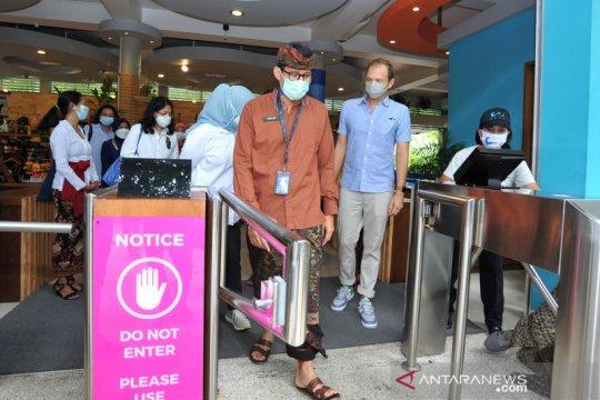 Menparekraf Sandiaga Uno tinjau penerapan CHSE di Kuta Bali
