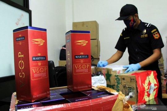 Bea Cukai Dumai amankan ratusan botol minuman keras selundupan