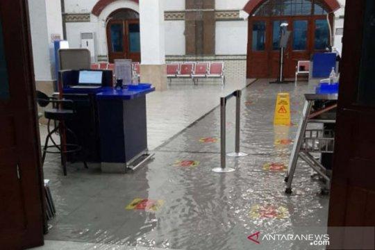 Mengatasi banjir bencana alam menahun via penerapan perizinan