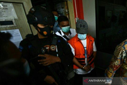 Wabup Ogan Komering Ulu berbaju tahanan ke lokasi pelantikan