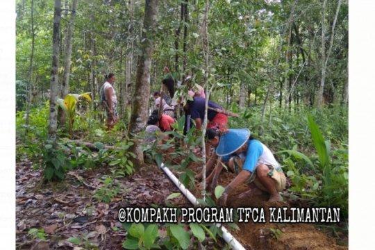 LSM Kompak bangun instalasi air bersih di Hulu Kapuas kawasan TNBK