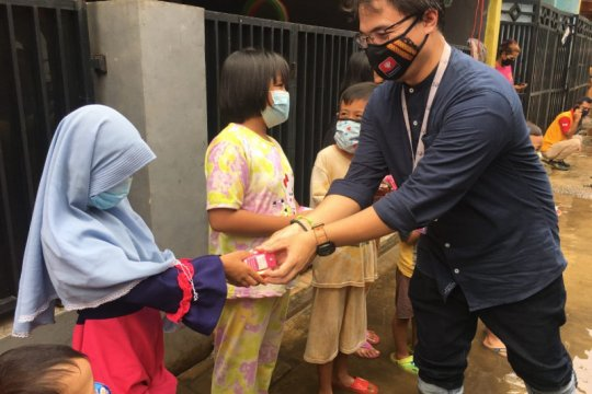 Perusahaan produk susu beri bantuan kepada korban banjir Bekasi