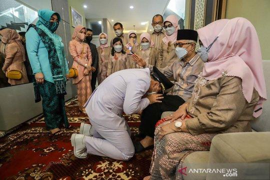 Eri Cahyadi sungkem ke orang tua jelang pelantikan Wali Kota Surabaya