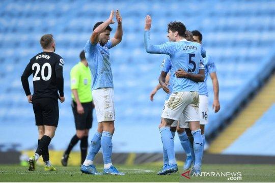 Duo bek Manchester City jadi pembeda saat kalahkan West Ham