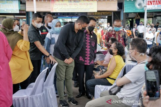 Wali Kota saksikan pedagang antusias divaksinasi di Pasar Titi Kuning