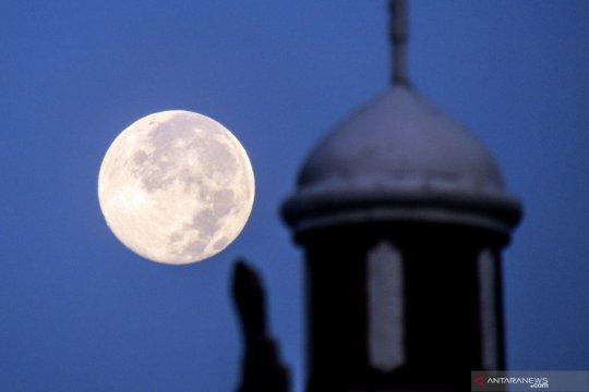 Fenomena bulan purnama salju