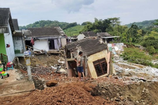 Delapan rumah di Gubungpati roboh akibat tanah longsor