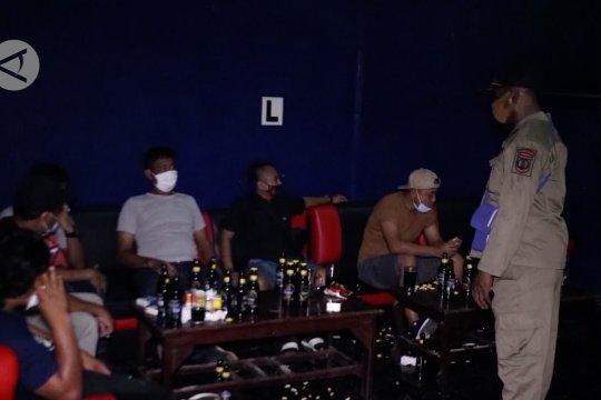 Razia prokes,Satgas COVID-19 Jayapura tutup paksa tempat hiburan malam