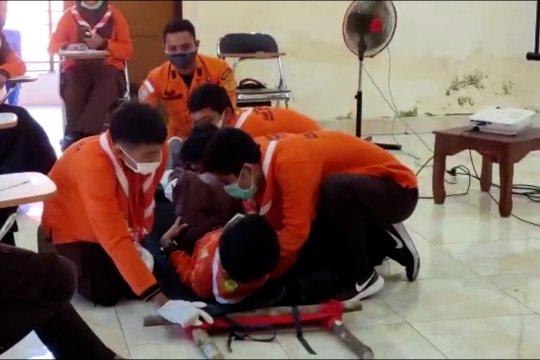 Basarnas Kendari latih pramuka pertolongan korban bencana
