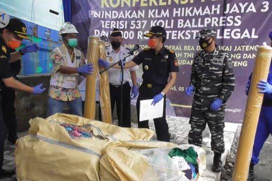 Bea cukai ungkap penyelundupan pakaian bekas dan tekstil ilegal asal Malaysia