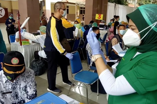 5.000 guru divaksinasi, Disdik Kota Tangerang siap buka sekolah Juli