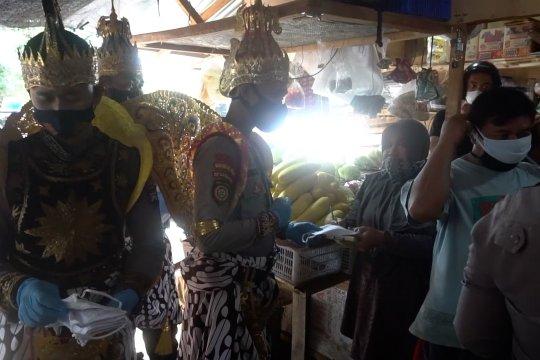 Gatotkaca patroli disiplin prokes di pasar tradisonal