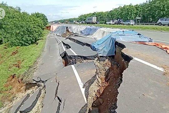 PVMBG ungkap penyebab tanah amblas di Tol Cipali km 122