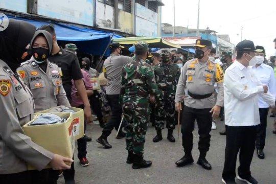 TNI Polri dan Pemda Riau, salurkan 10 ton beras ke masyarakat