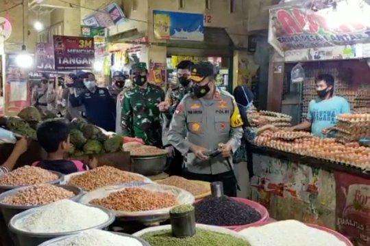 TNI-Polri sidak prokes di pasar tradisional Kota Kendari