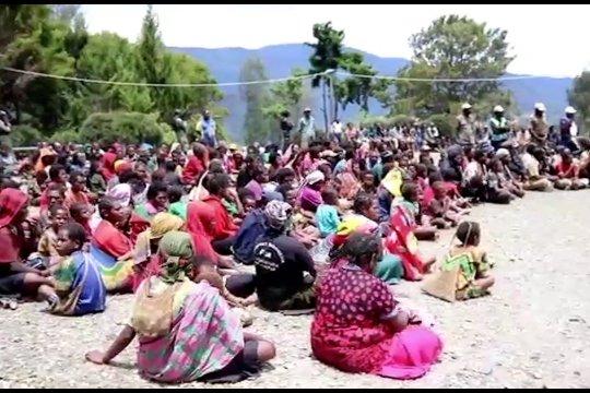 Ratusan warga Intan Jaya mengungsi hindari kontak senjata