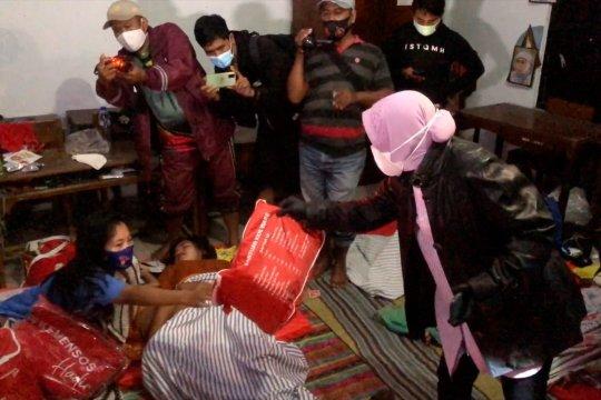 Mensos Risma salurkan bantuan logistik banjir Pekalongan