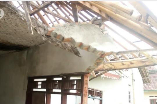 Puluhan rumah di Lebak roboh akibat pergerakan tanah