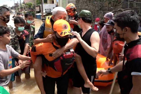 Sebanyak 102 orang mengungsi akibat banjir di Pondok Gede