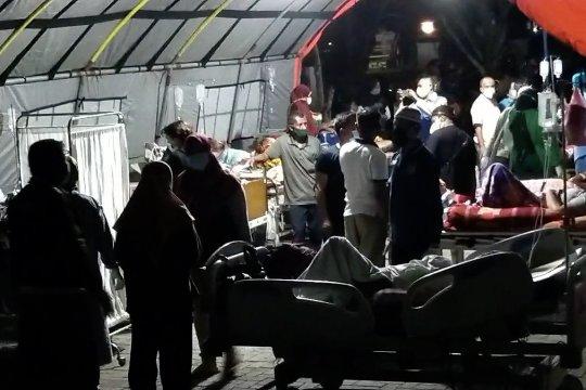 Usai gempa, pelayanan di RSUD Labuha menggunakan tenda darurat