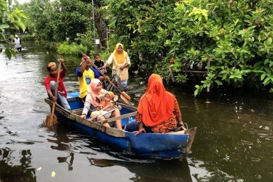 Banjir belum surut, Pemkab Pekalongan akan kaji ulang keberadaan tanggul