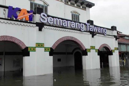 Banjir di Stasiun Tawang ganggu perjalanan kereta api