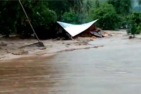 Banjir Tojo Una-Una, 85 rumah terendam dan 8 rumah hanyut