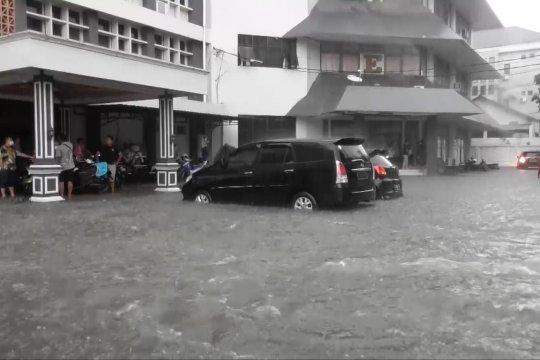 Kantor Gubernur Jawa Tengah kebanjiran
