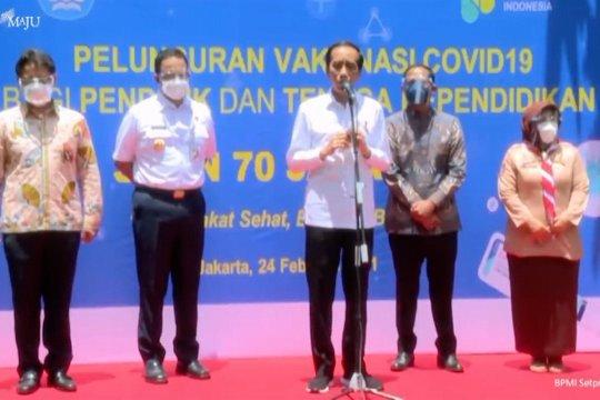 Vaksinasi guru, Jokowi harap tahun ajaran baru berjalan normal